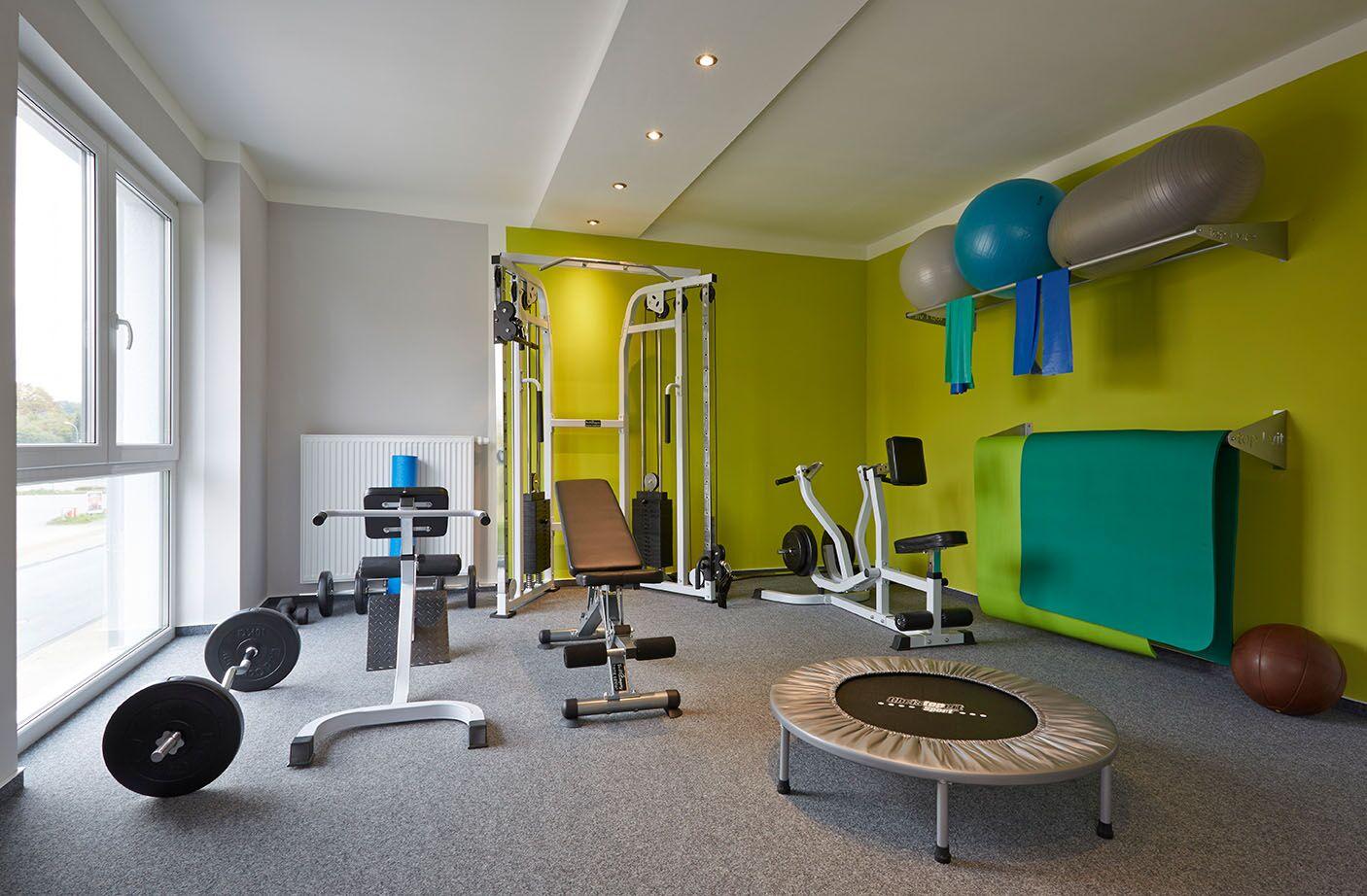 Raum mit Fitnessgeräten